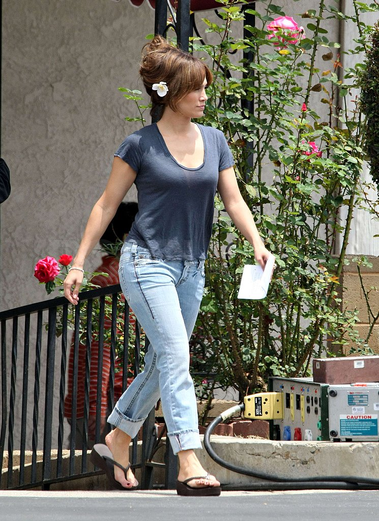 "Jennifer Lopez ""Pregnant"" on Set"
