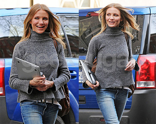Cameron Diaz Photos With Her Slim MacBook Air Notebook and Kindle