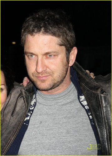 Gerard Butler Has Fashion Fun