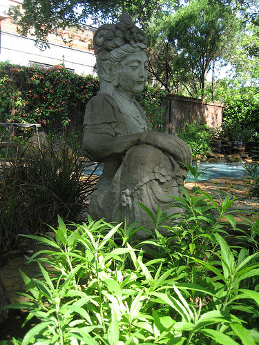 Do You Decorate With Garden Statuary?
