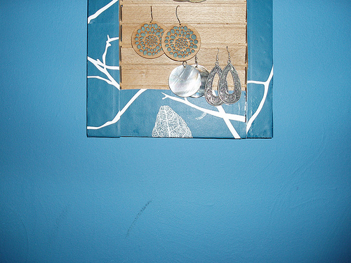 I show you how to turn a shutter into an earring display.