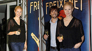Gwyneth Toasts to Cava