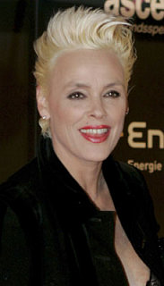 Sugar Bits - Brigitte Nielson Checks Into Rehab