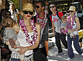 Gwen, Gavin & Kingston Get Lei'd