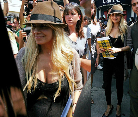 Nicole Richie Her Paparazzi Swarm Dine LA ... her personal paparazzi, cooled down today with a cup of water in Miami.