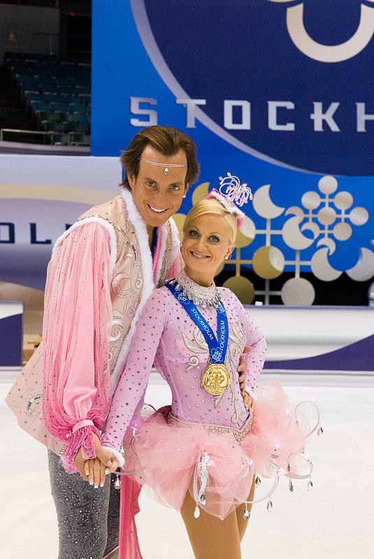 Amy Poehler and Will Arnett Talk Skating, Marky Mark