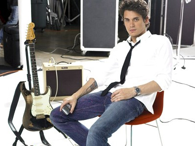 John Mayer Gets His BlackBerry Curve On