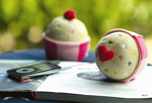 Totally Geeky or Geek Chic? Cupcake Speakers