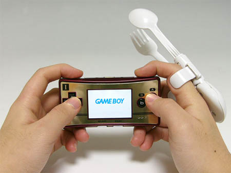 hardcore-gamers-finger-food-strap-on-gadget-detail-2