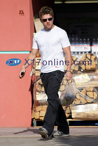 Ryan Phillippe - Supporting the Boy Scouts in Brentwood ;)