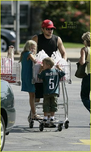 Ryan Phillippe & Kids at Vicente Foods in Brentwood (sh*t! I missed him!)
