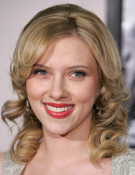 Scarlett Johansson. Blonde or...not?