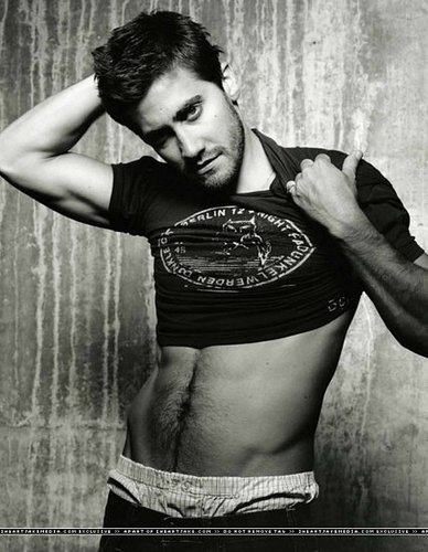 Jake Gyllenhaal is just Gorgeous!