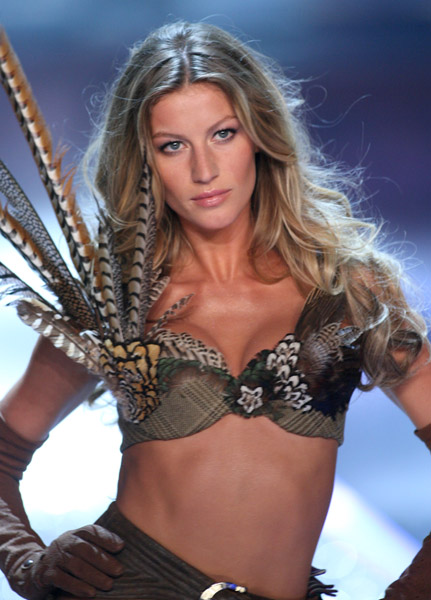 GiseleBund_John _11417901_600