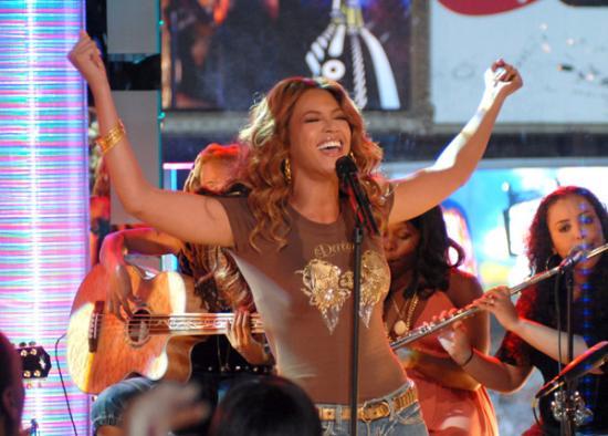 Beyonce_Mazur_11311725_600