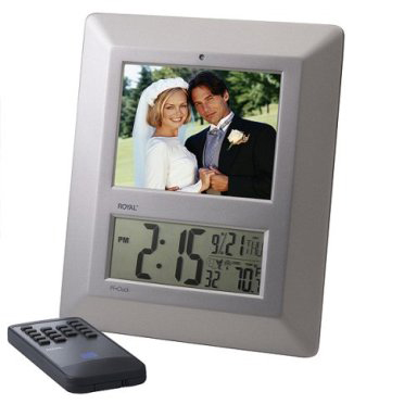 Totally Geeky or Geek Chic? Digital Frame and Clock